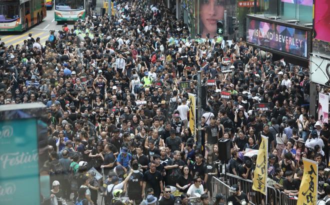 Biển đen ở Hong Kong: Học sinh rầm rộ xuống đường, làn sóng biểu tình lan rộng sang nước ngoài - Ảnh 21.