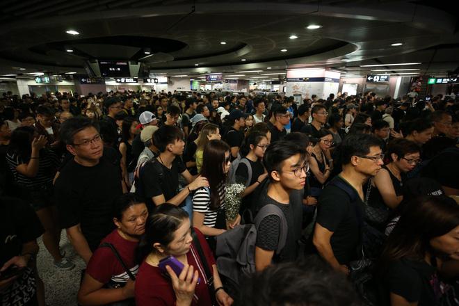 Biển đen ở Hong Kong: Học sinh rầm rộ xuống đường, làn sóng biểu tình lan rộng sang nước ngoài - Ảnh 22.